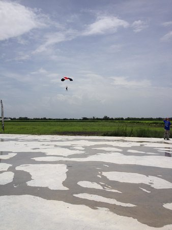 Westside Skydivers Houston : LZ, concrete slab for new facility