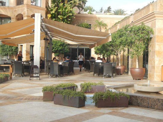 Insotel Fenicia Prestige Suites & Spa: Outdoor dining area (breakfast time)