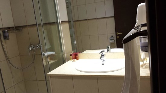 Rin Airport Hotel: Bathroom