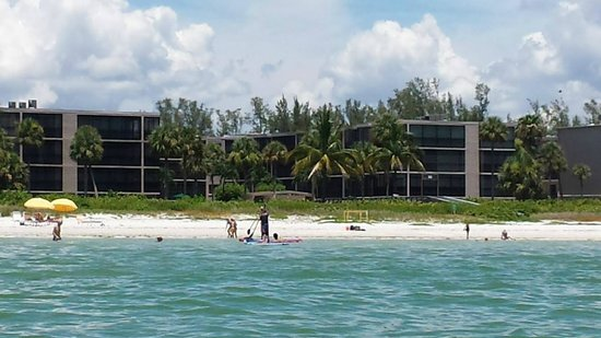Sundial Beach Resort & Spa : Wide property  Lots of available beach.