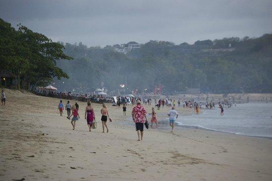 INTERCONTINENTAL Bali Resort : Beach and restaurants