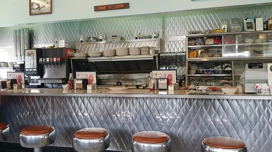 Woodlawn Diner: View of counter