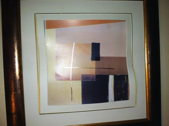 Radisson Suites Hotel Anaheim - Buena Park: picture had graffiti and tweaked matting