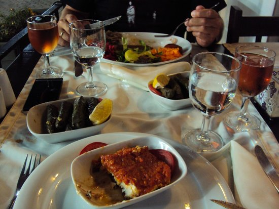 The Black Cat: Stuffed wineleaves and AMAZING mezes