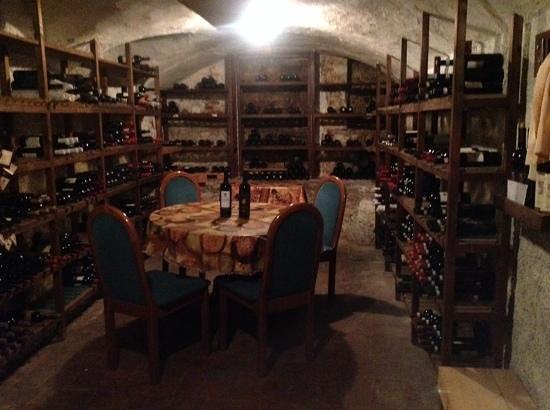 Taverna Del Bronzino: Taverna Bronzino wine cellar. Awesome!