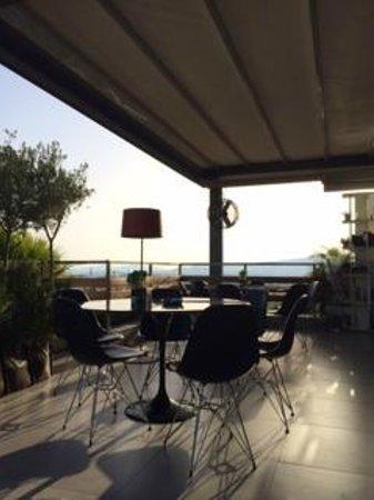 Fresh Hotel: Terraza