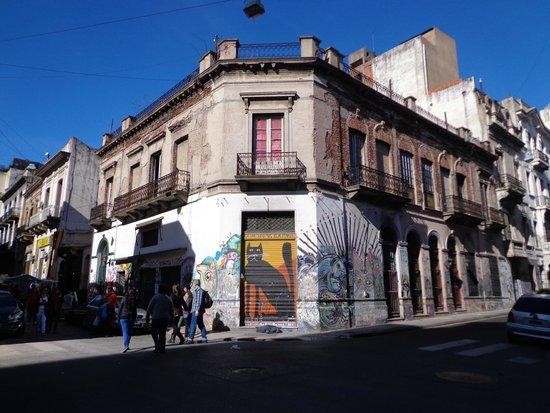 Feria De San Pedro Telmo: surrounding buildings
