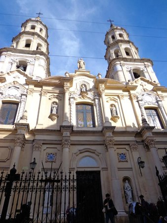 Feria De San Pedro Telmo: Lovely buildings all around