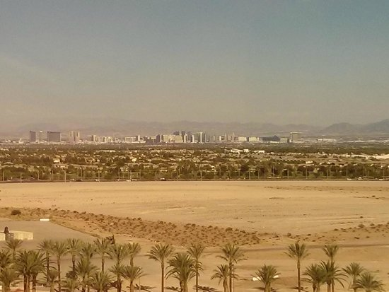 Red Rock Casino Resort & Spa: View of the strip from the 11th floor