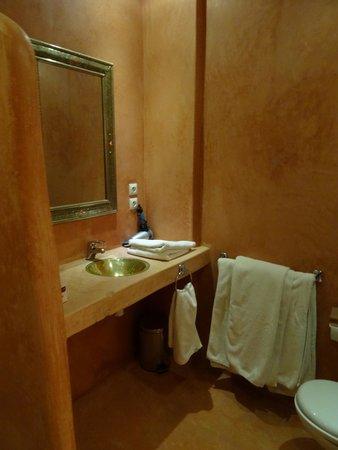 Riad 107 : bathroom
