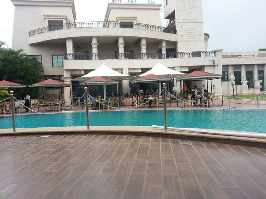 The Corinthians Resort & Club: Pool area restaurant