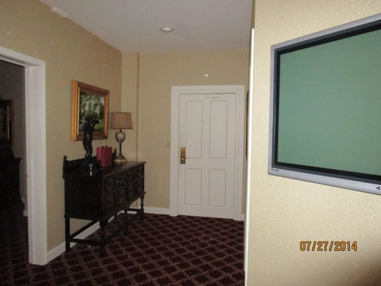 The Martha Washington Inn and Spa: sitting area, view of door into room... bath is behind tv wall on right.