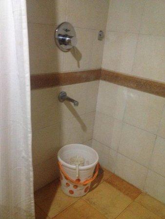 Miramar Residency: La ducha era un asco, tenía todo de moo.