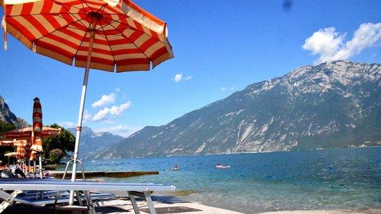 Hotel Ideal: Zicht vanaf het meer.