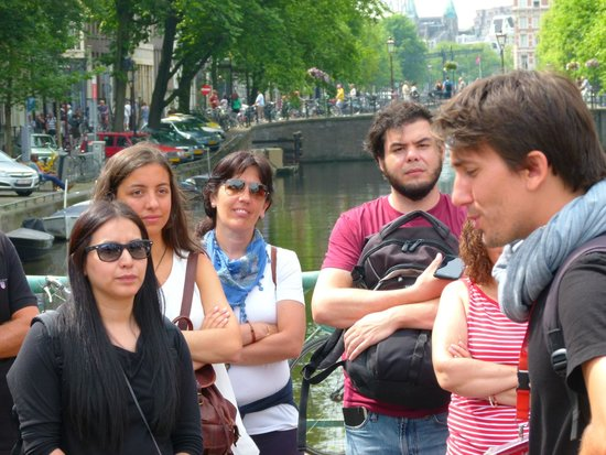 SANDEMANs NEW Europe - Amsterdam : Javier con su grupo.