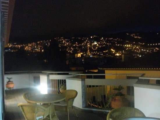 Hotel Madeira: Night time view from roof top bar