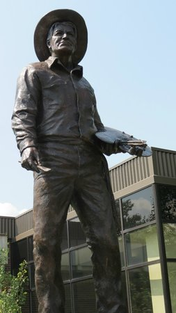 C.M. Russell Museum : Sculpture of Charlie Russell