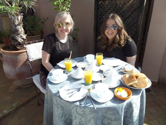Riad 107: breakfast on the roof terrace