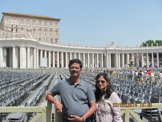 Walks of Italy : St. Peter's Church Square