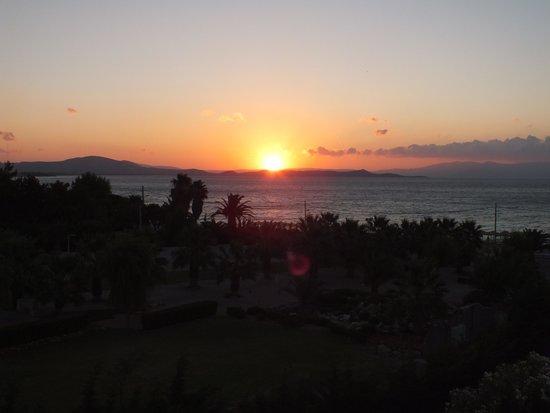 Golden Coast Hotel & Bungalows : LEVER DU SOLEIL / VUE DE NOTRE CHAMBRE