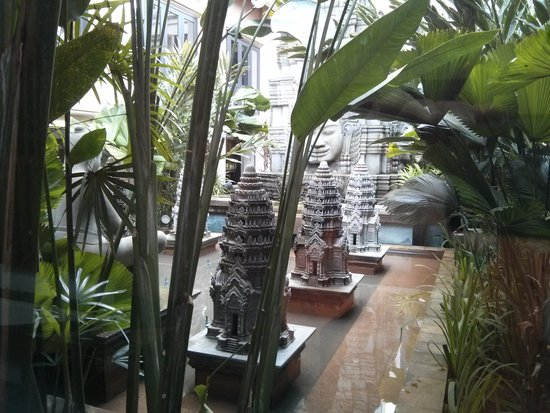 Angkor Miracle Resort & Spa : Inside garden