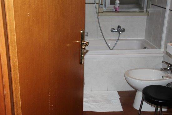 Hotel Europa Palermo: salle de bain