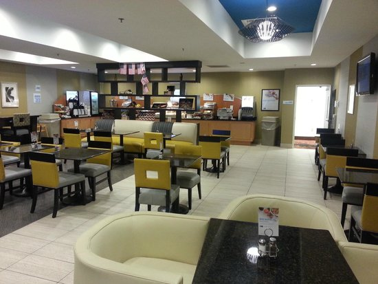 Holiday Inn Express Hotel & Suites Batavia - Darien Lake: Continental breakfast area