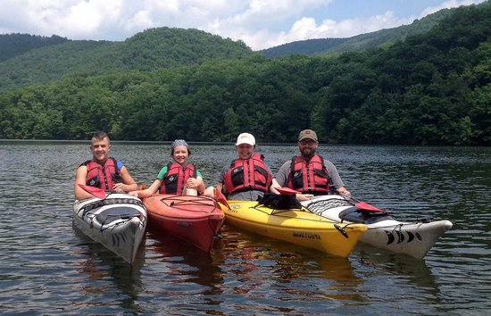 Friendsville, MD: Family Kayaking together