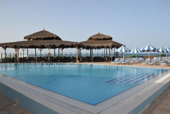 Al Jazira Beach & Spa: La piscine calme