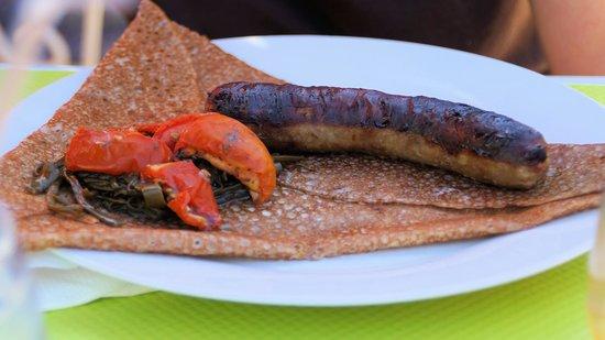 Le jardin des coquettes: Un crêpe avec saucisse, tomate et haricot vert c'est très bon !