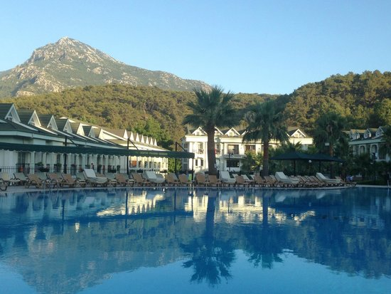 Green Forest Hotel: Cloudless blue skies!