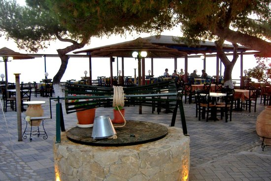 Akrotiri tis Stoupas Restaurant : To Akrotiri Tis Stoupas, Dining Area