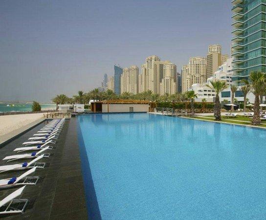 DoubleTree by Hilton Hotel Dubai - Jumeirah Beach: Infinity Pool