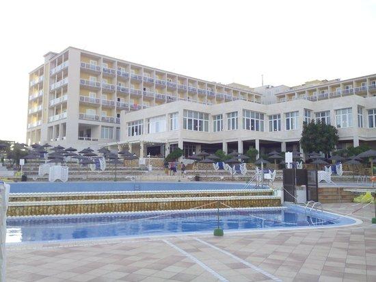 Globales Club Almirante Farragut Hotel: El hotel desde la piscina