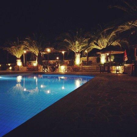 Albatross Hotel: Une soirée tranquille au bord de la piscine