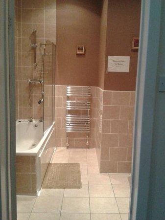 Alba Hostel Glasgow: Bathroom!