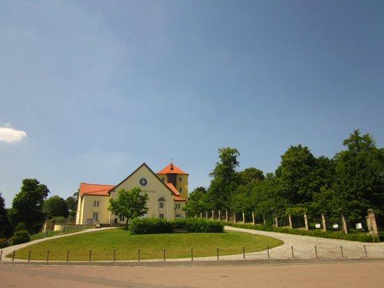 Schlosshotel Grosser Gasthof Van Der Valk Ballenstedt: Aufgang zum Schlossplatz