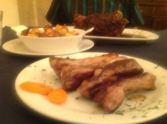 Quattro Gatti: Ribs & Roasted Pork Hock