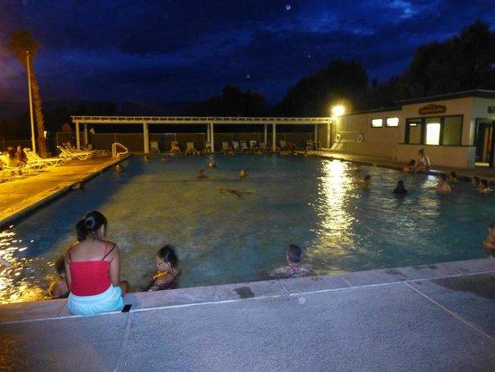 Furnace Creek Inn and Ranch Resort: Une piscine à 30°...rafraichissant quand il fait plus de 40°