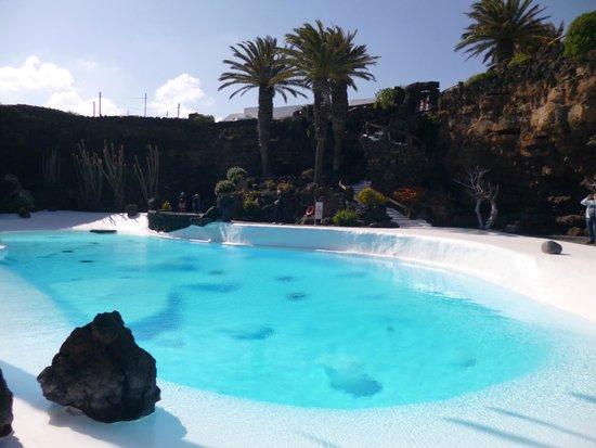 Jameos Del Agua: La piscina