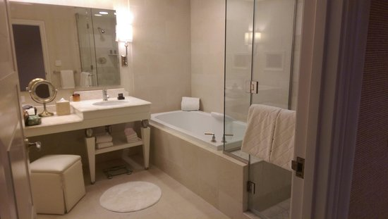 Wynn Las Vegas: Bathroom was very well appointed