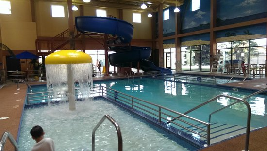 Ramada Plaza Fargo Hotel & Conference Center : Pool Area and Waterslide