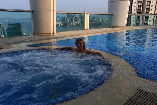 Metropark Hotel Causeway Bay Hong Kong: swimming pool