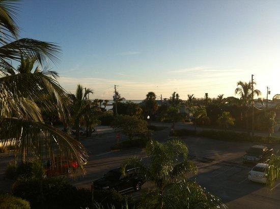 Capt Hiram's Resort : Morning view
