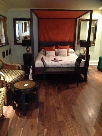 Twenty Nevern Square: Basement suite