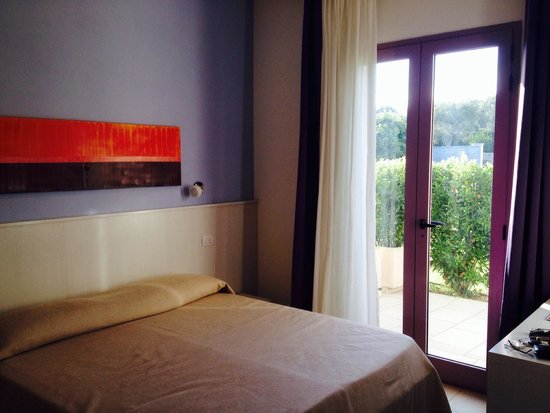 Corte dei Melograni Hotel Resort : Camera matrimoniale con aria condizionata, tv LCD e terrazzino