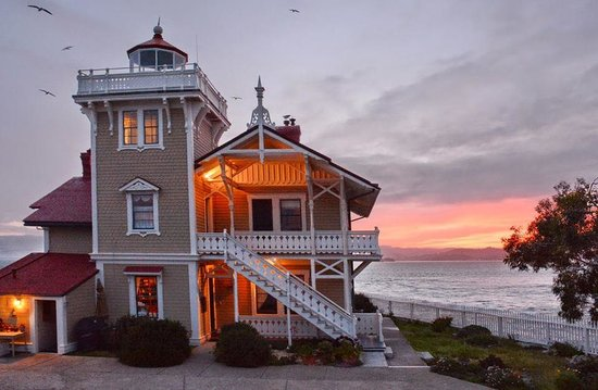 East Brother Light Station: House at dusk