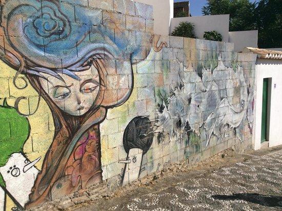 Tour Guru Granada: Street art in the Realejo