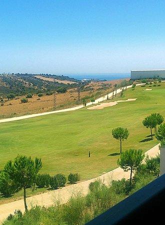 Ona Valle Romano Golf & Resort: Vista Campo de Golf y Mar al fondo desde la terraza del Apartamento