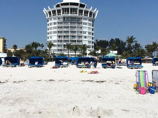 Grand Plaza Beachfront Resort Hotel & Conference Center: hotel facing the Gulf